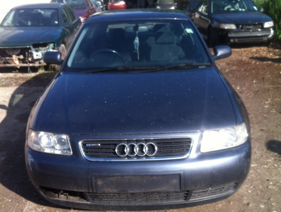 Audi A3 8L [facelift] [2000 - 2003] Hatchback 3-doors 1.6 MT (102 hp) SE 1.6 AVU